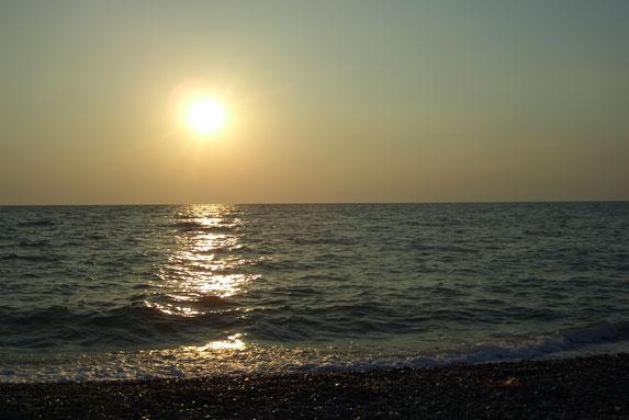 Галечный пляж, закат