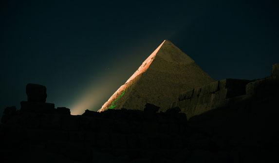 Пирамида Хеопса на плато Гиза. Лазерно-световое шоу.