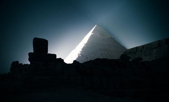 Пирамида Хеопса на плато Гиза. Лазерно-световое шоу-2.