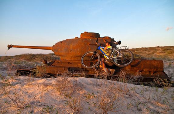 Танк Т-34, остров Сокотра, вело десант :)