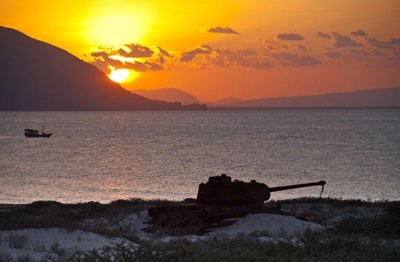Танк Т-34, остров Сокотра, закат