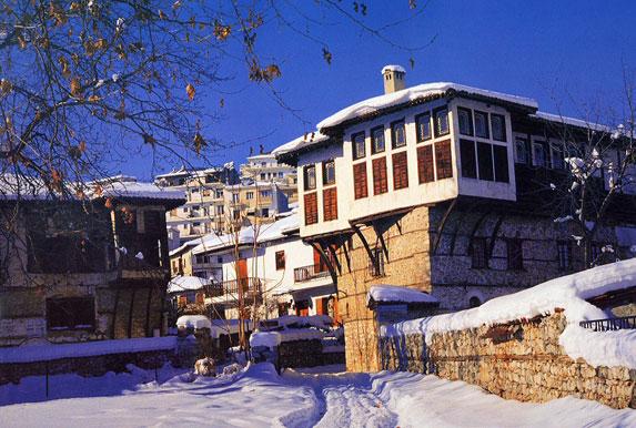Шубы в Греции – лучший шопинг! город Касторья зимой