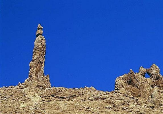 Иордания христианская, пещера Лота с соляным столпом