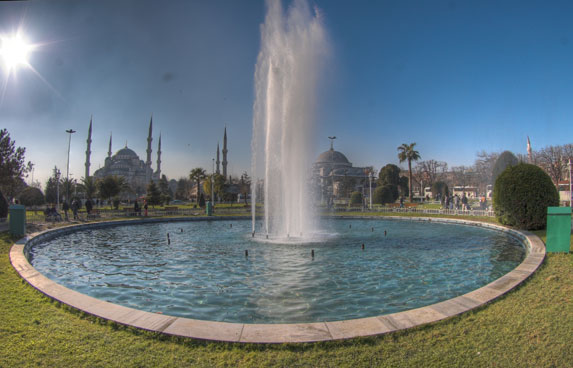 Православие в Турции, фонтан у Голубой Мечети и Храма Святой Софии