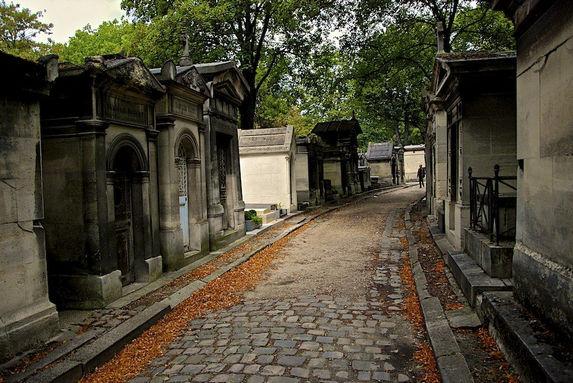 парижское кладбище Пер-Лашез, кладбищенский туризм