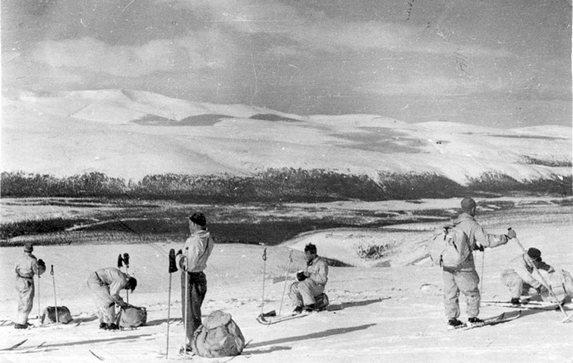 30-ые годы, лыжный поход по Хибинам