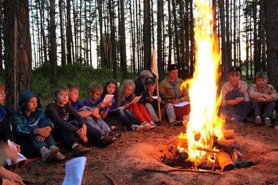 Вечерний костер, палаточный лагерь