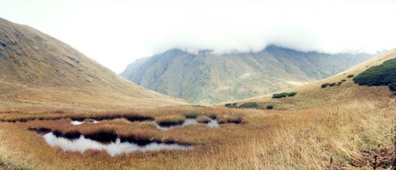 Заболоченная седловина перевала Аишка (н/к), Западный Кавказ
