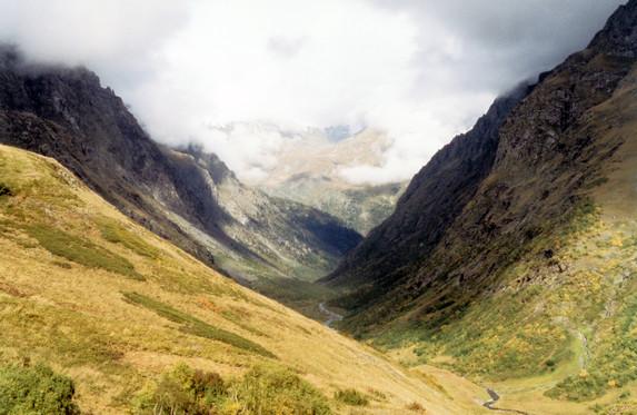 Вид в долину р.М.Лаба с перевала Аишка (н/к), Западный Кавказ