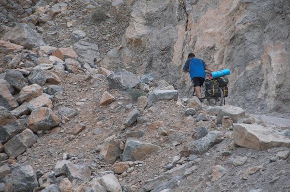 Оман, Подъем по каньону на перевал Джибаль (2010 м)