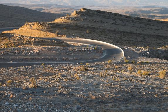 Оман, спуска с перевала Джибаль (2010 м)