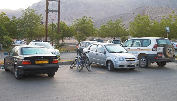 Оман, город Низва (Nizwa), парковка :)