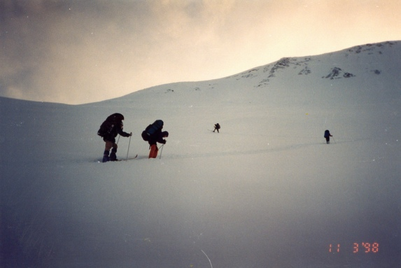 Хибины, Подъем серпантином на перевал Южный Рисчорр.