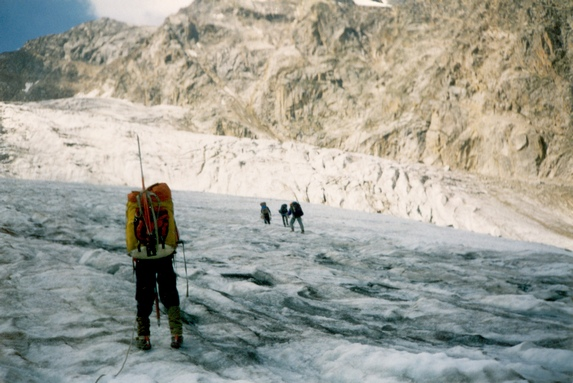 Центральный Кавказ, Движение по леднику Северный Тютю в связках.