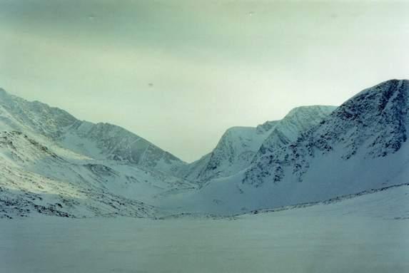 Приполярный Урал, Вид на перевал Кар-Карпинского (1Б) из долины лев. пр. р. Балбанъю.