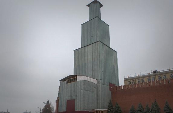 Леса на Спасской башне