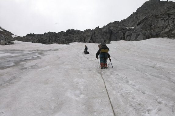 Алтай - 2006, Подъем в связках с одновременной страховкой на перевал 1Б Крутой